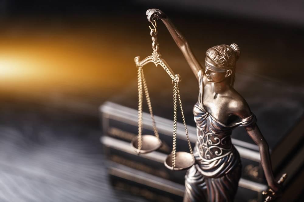 La eterna duda del empresario con los abogados y los procuradores